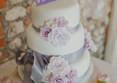 White wedding cake with lilac sugar roses