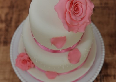 Ivory wedding cake with pale pink sugar roses