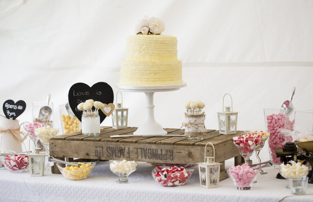 Nic's Slice of Heaven two tier bbuttercream wedding cake with sweet table