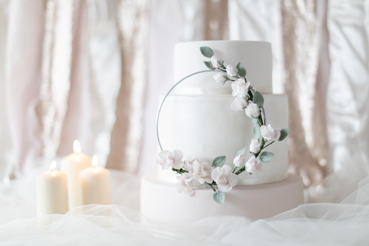 Climbing rose wedding cake